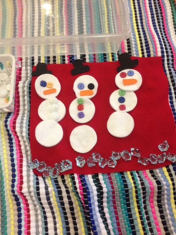 making snowman using loose parts