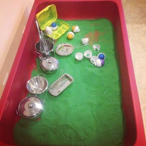 Green Eggs and Ham sensory tub!