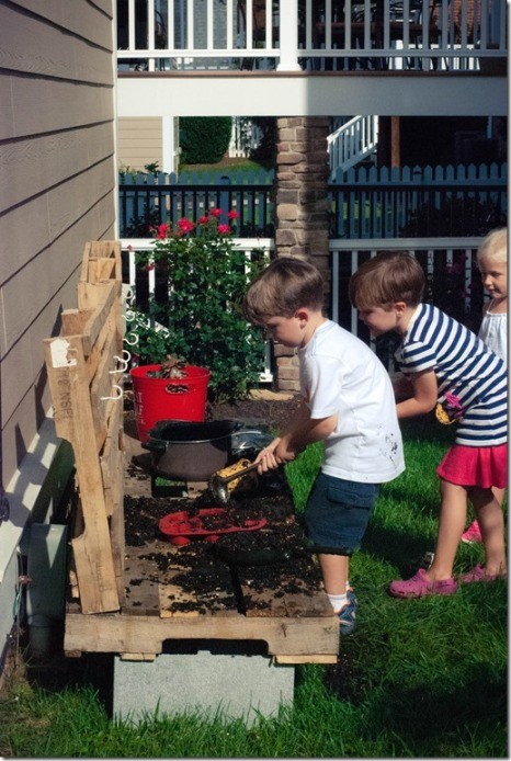 children playing in the mud kitchen
